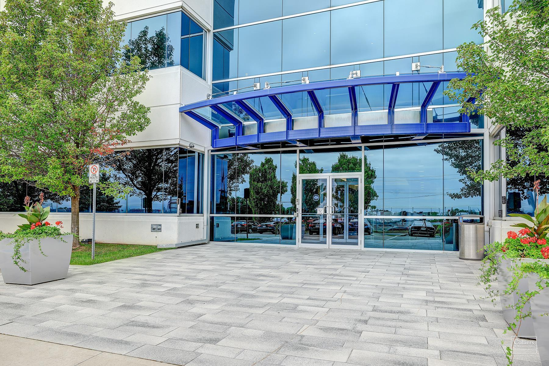 435 North Service Road in Oakville